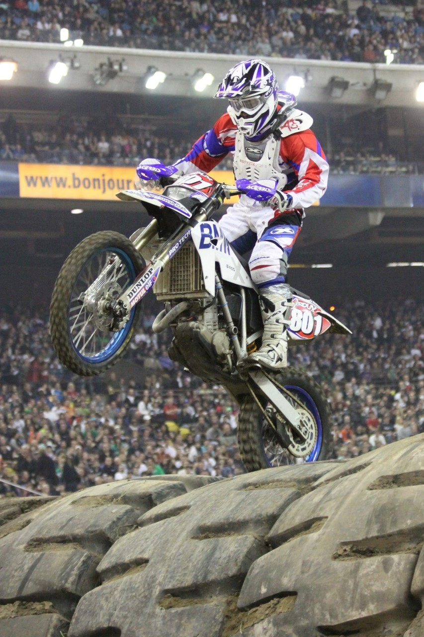 thumbnail_Supercross_Montreal_2009  tire tap 2.jpg